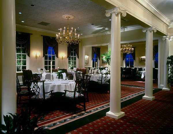 Smooth Scamozzi Columns in Dining Area
