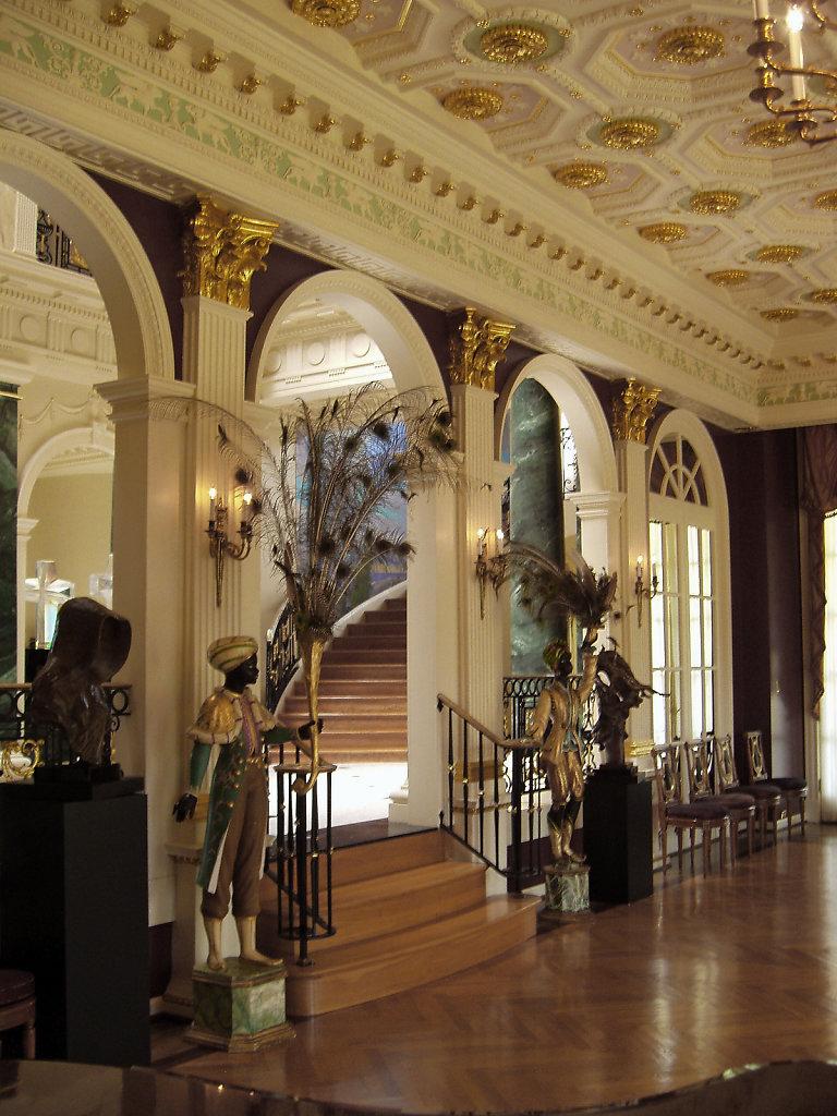 Frederick-Hart-Chadsworth-Corinthian-Wood-Pilasters-Interior-1p.jpg